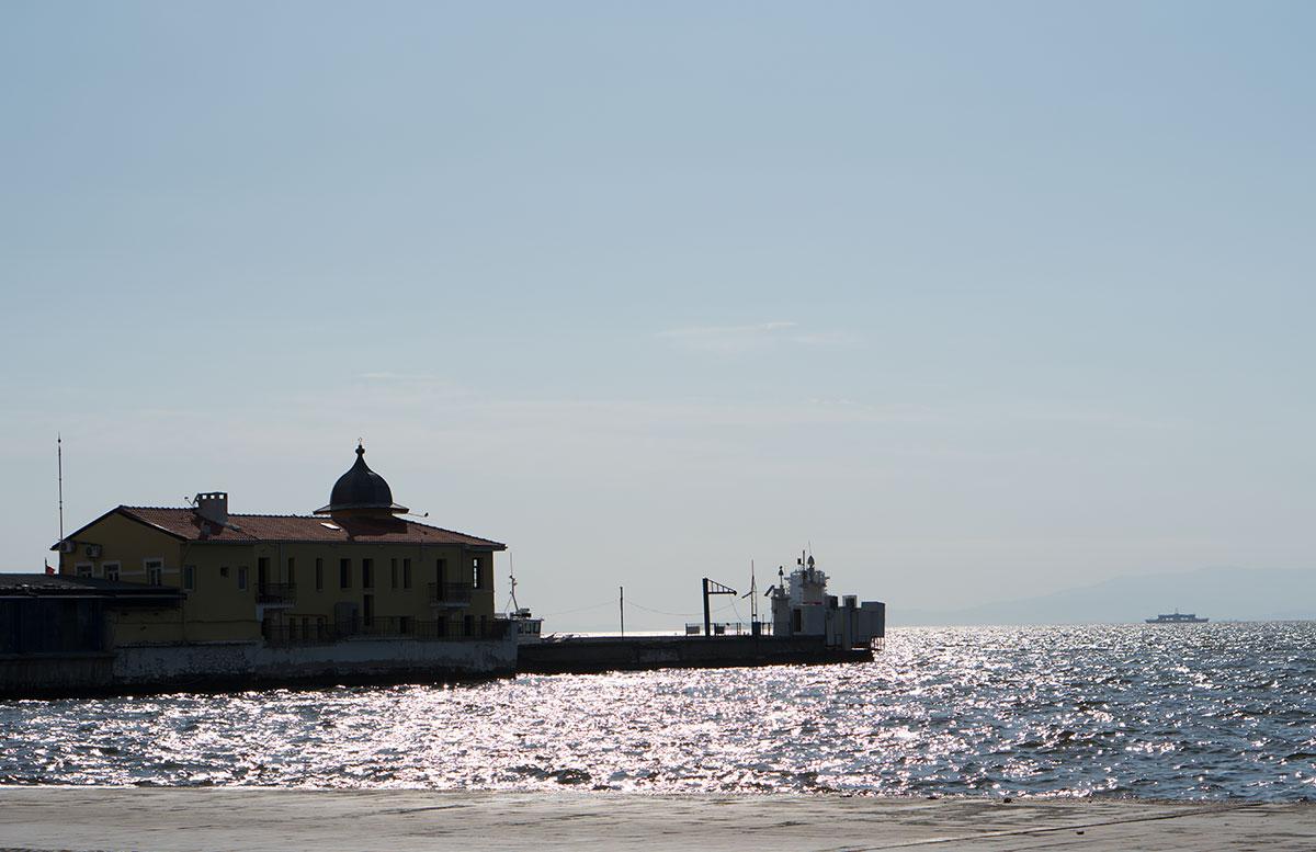 10 Ausflugtipps für Izmir, Türkei konac platz wiese kordon denkmal meer