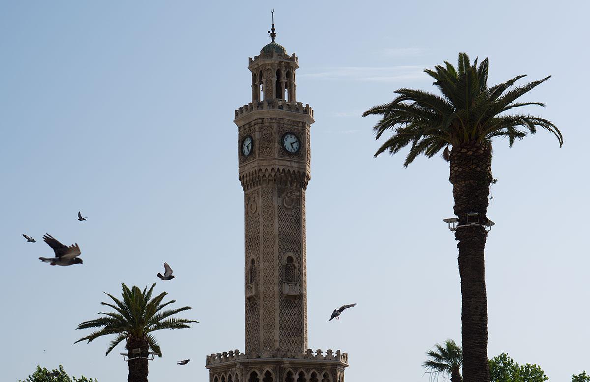 10 Ausflugtipps für Izmir, Türkei konac platz tauben füttern uhrturm