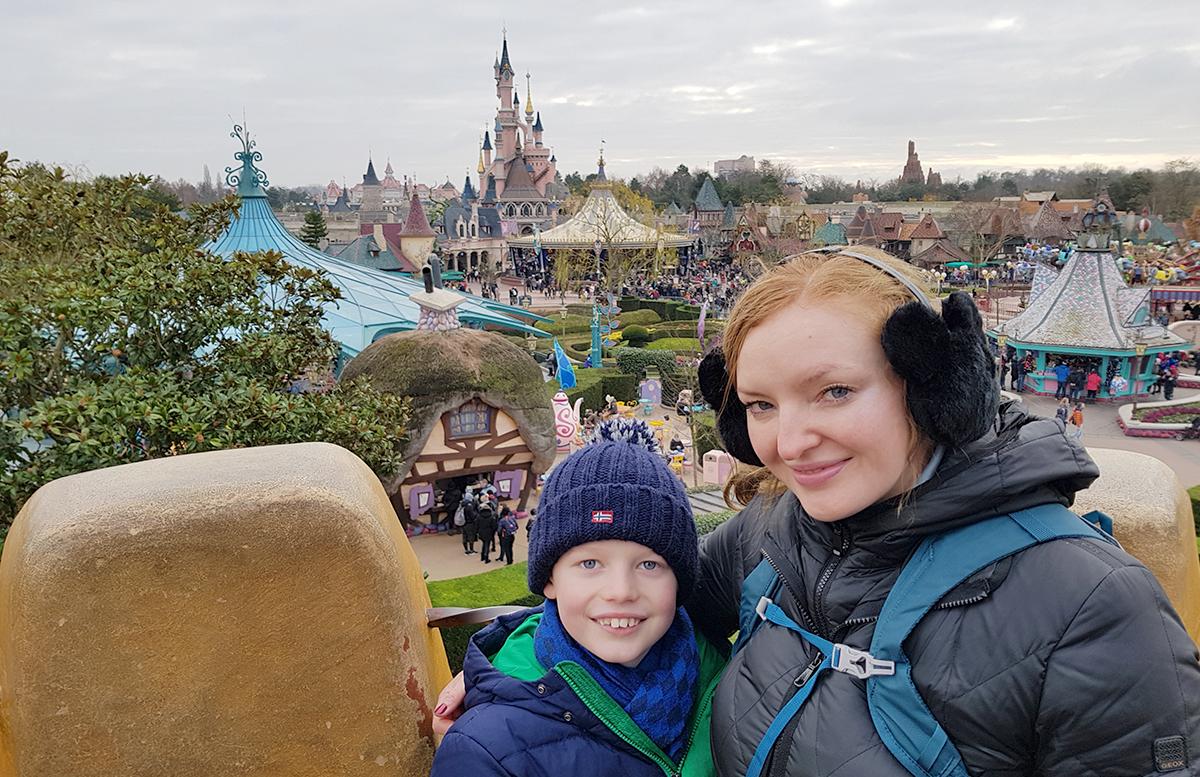 10 Tipps für das Disneyland Paris vicky und lenny vor dem schloss