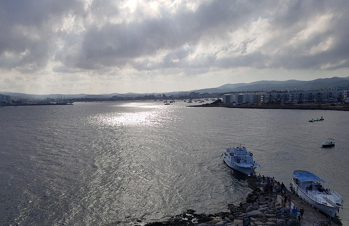 10-Tipps-für-den-Ibiza-Urlaub-mit-Kindern-fiesta-milord-aussicht-balkon