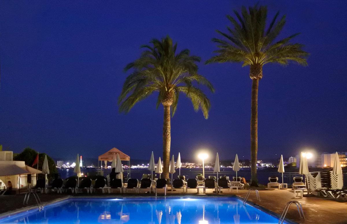 10-Tipps-für-den-Ibiza-Urlaub-mit-Kindern-hotel-palmen
