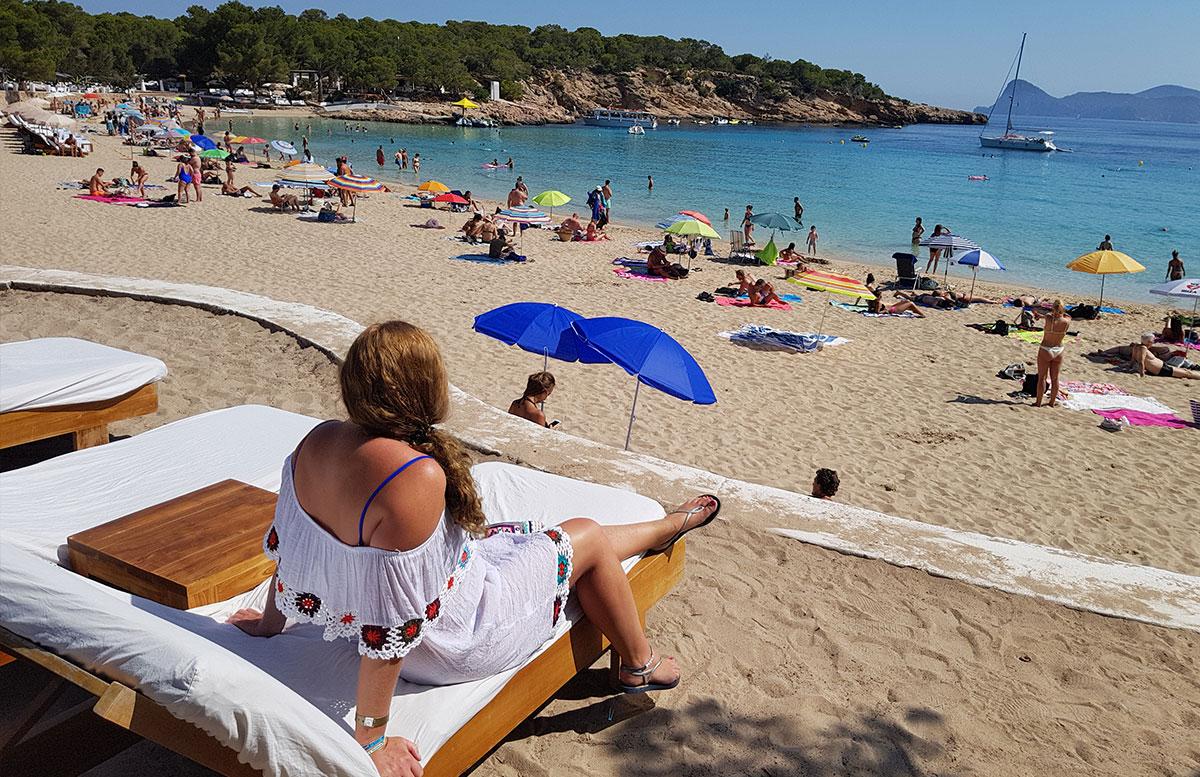 10-Tipps-für-den-Ibiza-Urlaub-mit-Kindern-playa-bossa-aussicht