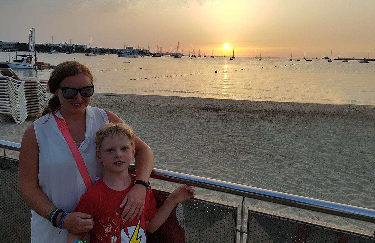 10-Tipps-für-den-Ibiza-Urlaub-mit-Kindern-vicky-und-lenny-sonnenuntergang