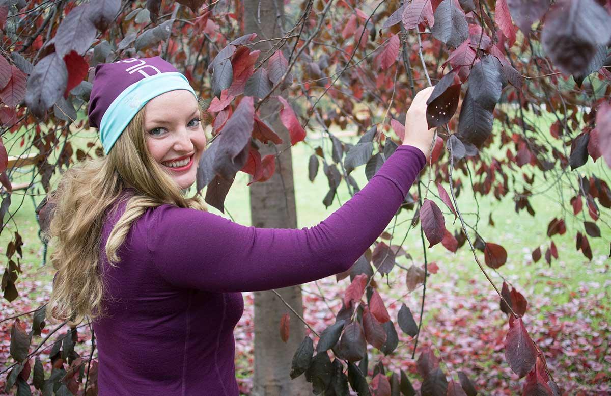 10 Tipps um fit in den Herbst zu starten odlo outfit haare blätter baum