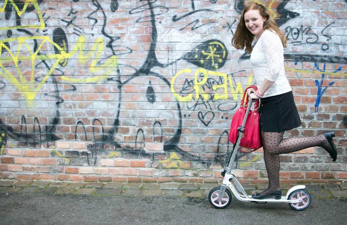 10 facts about me vicky auf dem roller blick nach vorne