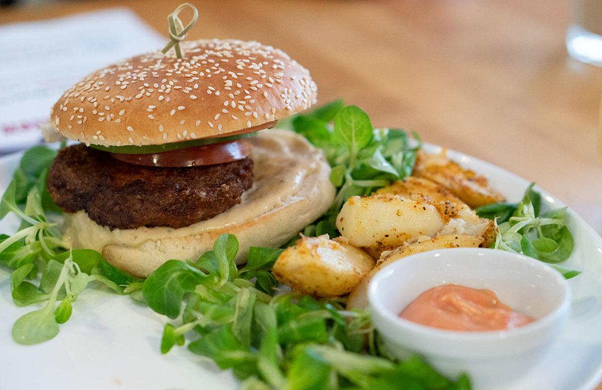 15-süße-Minuten-Wiener-Eiskrapfen-und-vegane-Schoko-Waffel-burger-beyond-meat