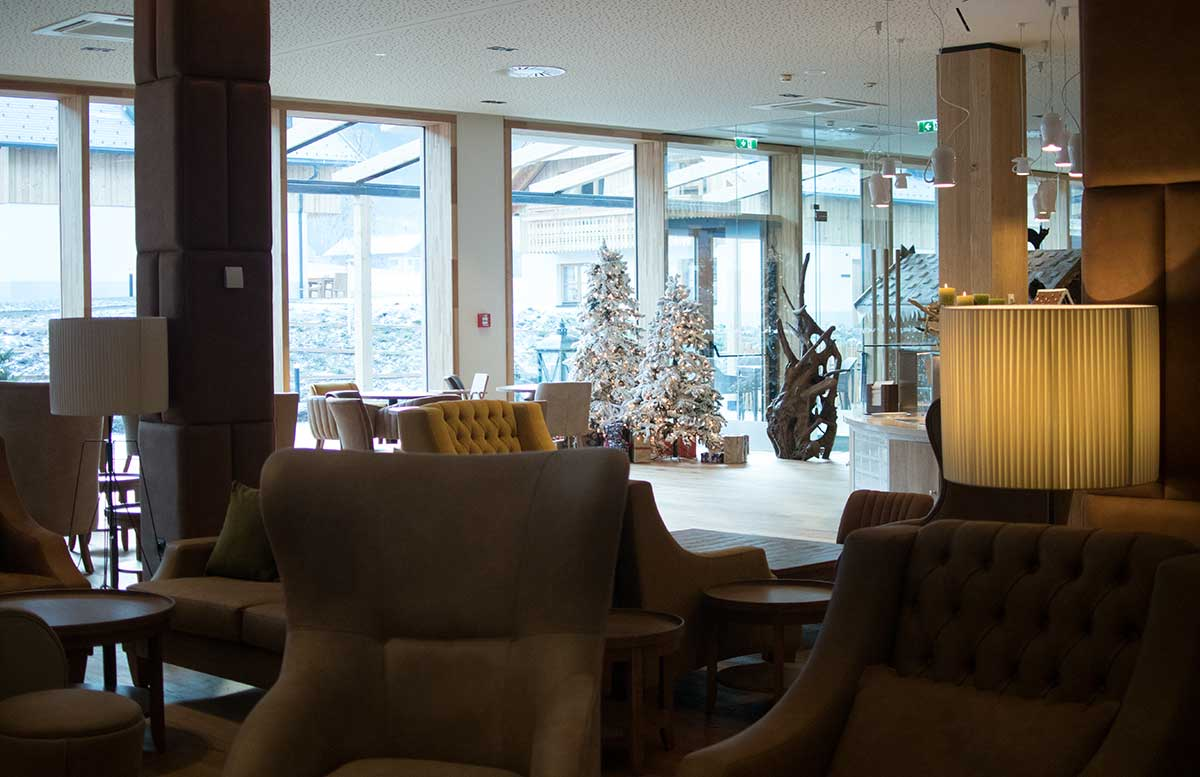 Leading-Family-Hotel-and-Resort-Dachsteinkönig-lobby