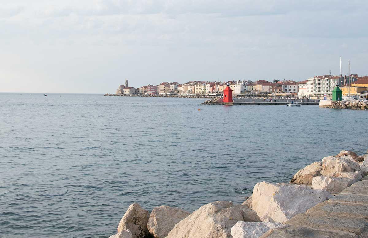 Ausflug-zum-Meer-Portorož-und-die-Altstadt-in-Piran-blick-auf-piran