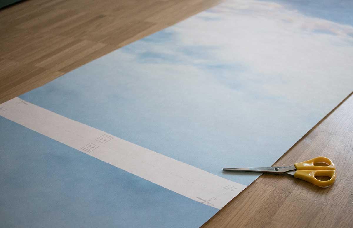 Unsere-neue-Wohnung-Fototapete-im-Wohnzimmer--tapetenstück-50cm-breite