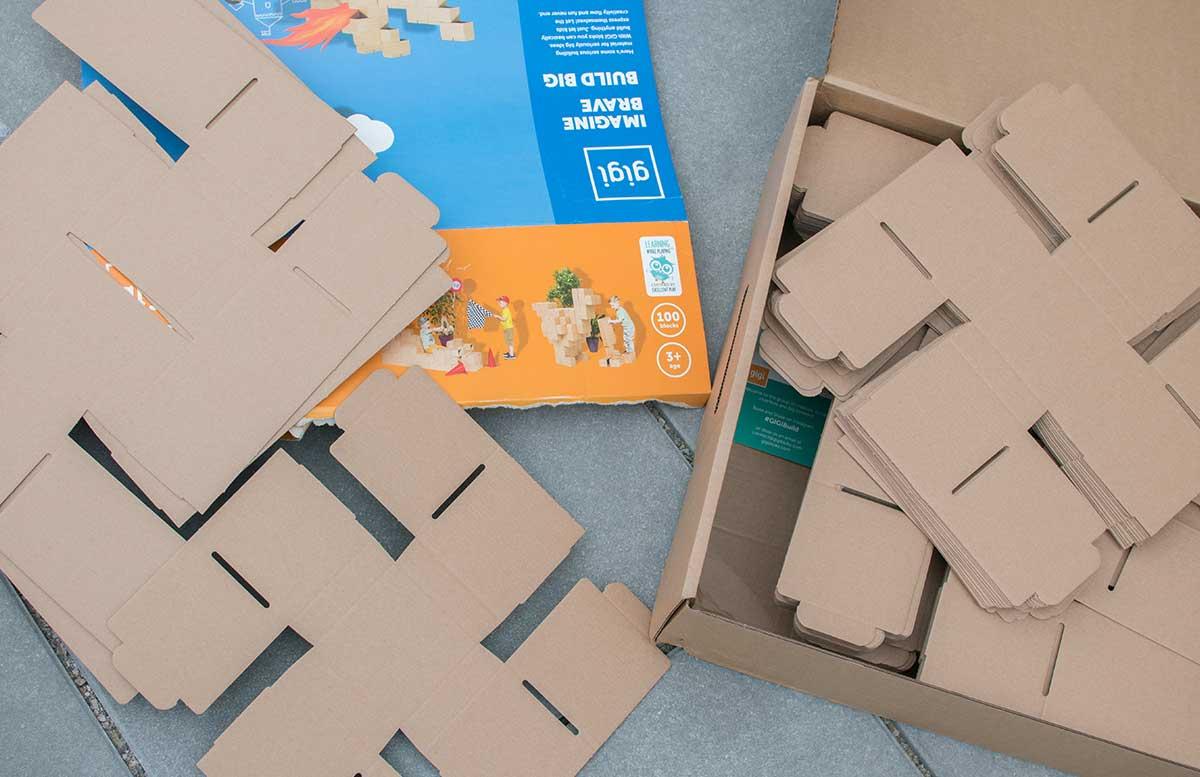 gigi-bloks-Bauen-mit-unbegrenzten-Möglichkeiten-kartons-zusammengelegt