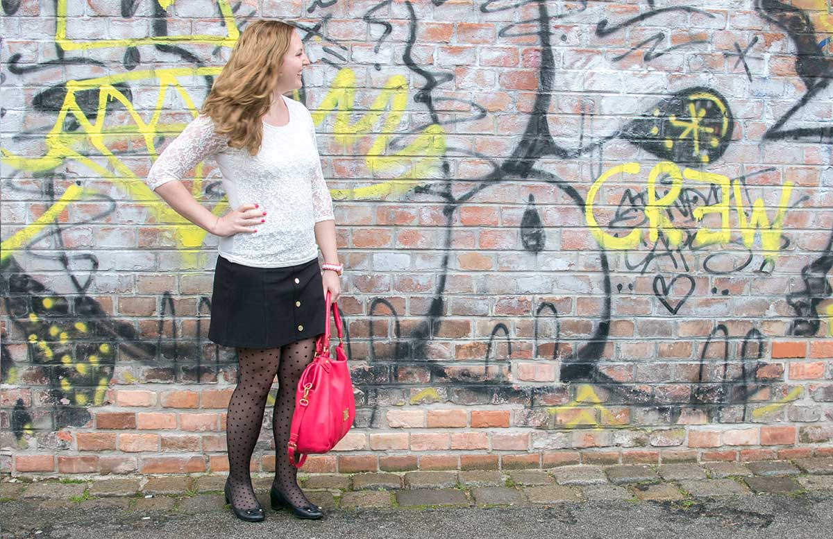 10-facts-about-me-roller-fahren-outfit-lachend-vicky