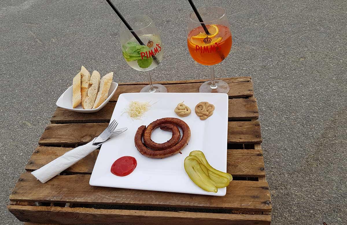 Der-Copa-Beach-Urlaubsfeeling-in-Wien-bratwurst-figar