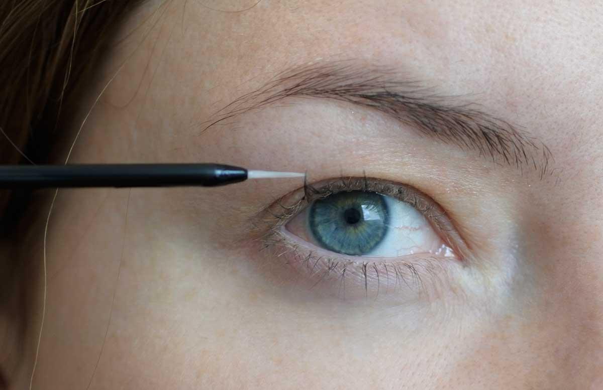 10-Tipps-für-perfekte-Wimpern-und-Augenbrauen-eyelash-serum