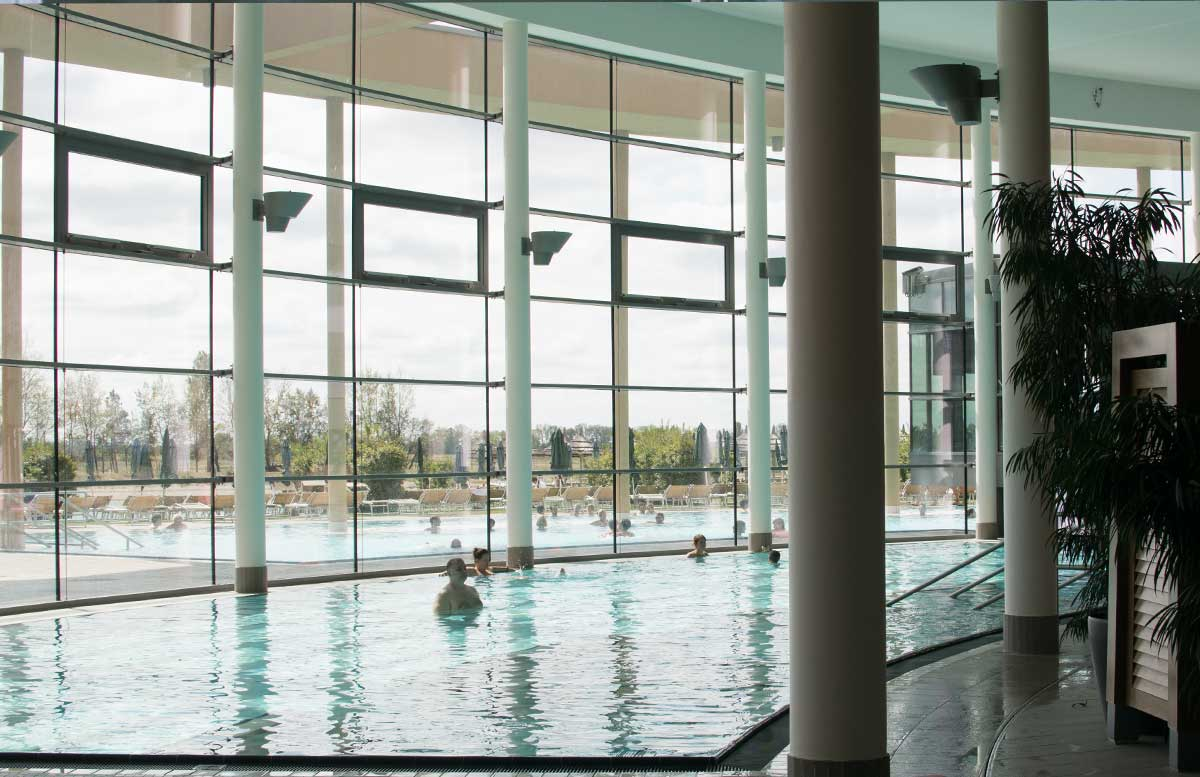 Vamed-Vitality-World-St.-Martins-Therme-poolbereich-indoor