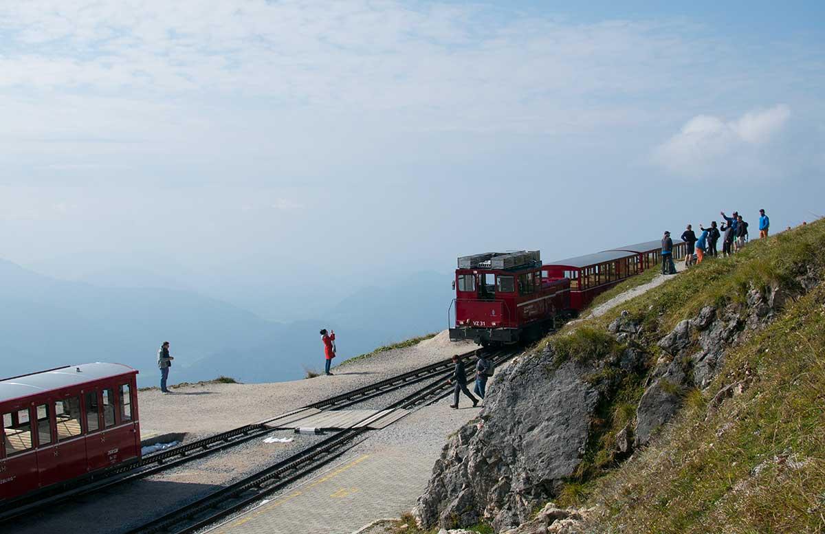 Schafbergbahn-und-Speedboot-fahren-am-Wolfgangsee-blick-über-den-see