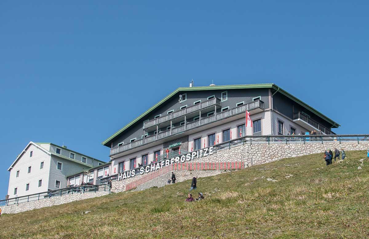 Schafbergbahn-und-Speedboot-fahren-am-Wolfgangsee-schafberghaus