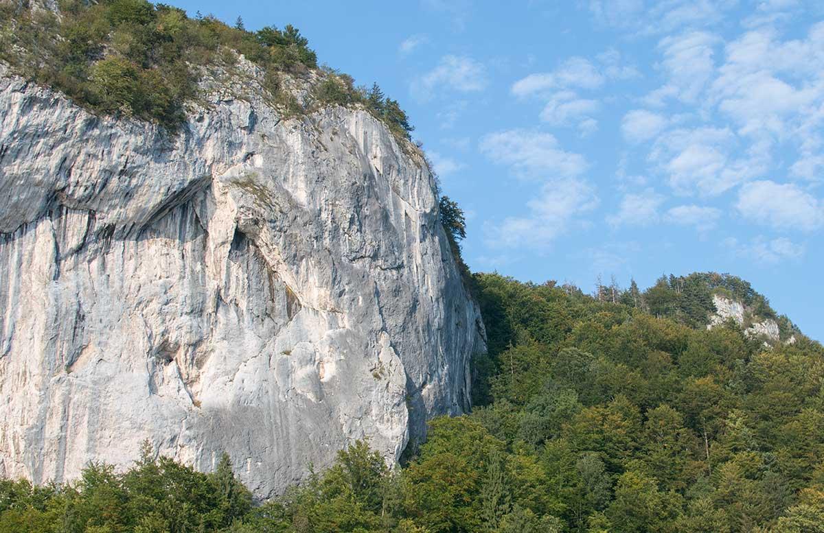 Schafbergbahn-und-Speedboot-fahren-am-Wolfgangsee-sicht-auf-den-falkenstein
