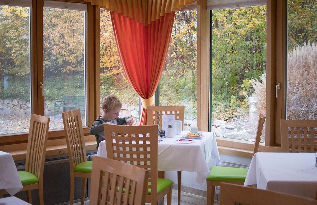 SEMI-Baby--und-Kinderhotel-in-Lutzmannburg-frühstücksraum