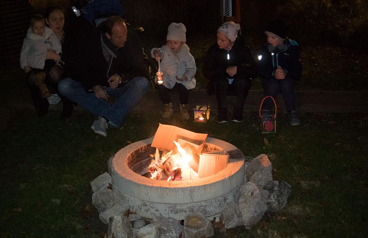SEMI-Baby--und-Kinderhotel-in-Lutzmannburg-lagerfeuer-beim-hotel-laternenwanderung