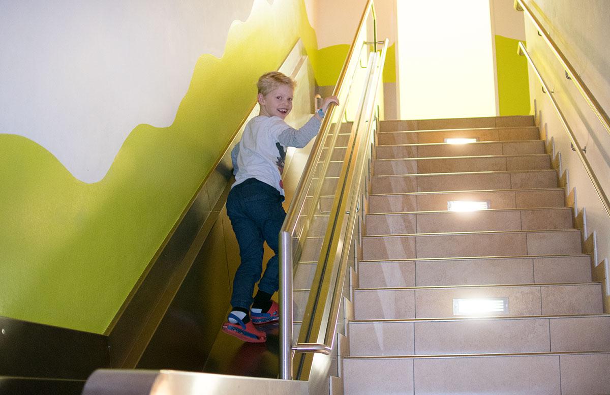 SEMI-Baby--und-Kinderhotel-in-Lutzmannburg-rutsche-beim-abendessen