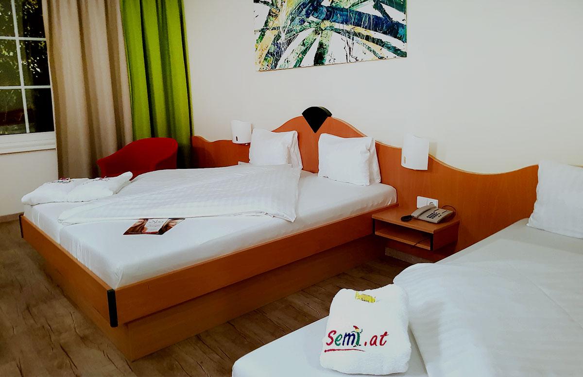SEMI-Baby--und-Kinderhotel-in-Lutzmannburg-schlafzimmer