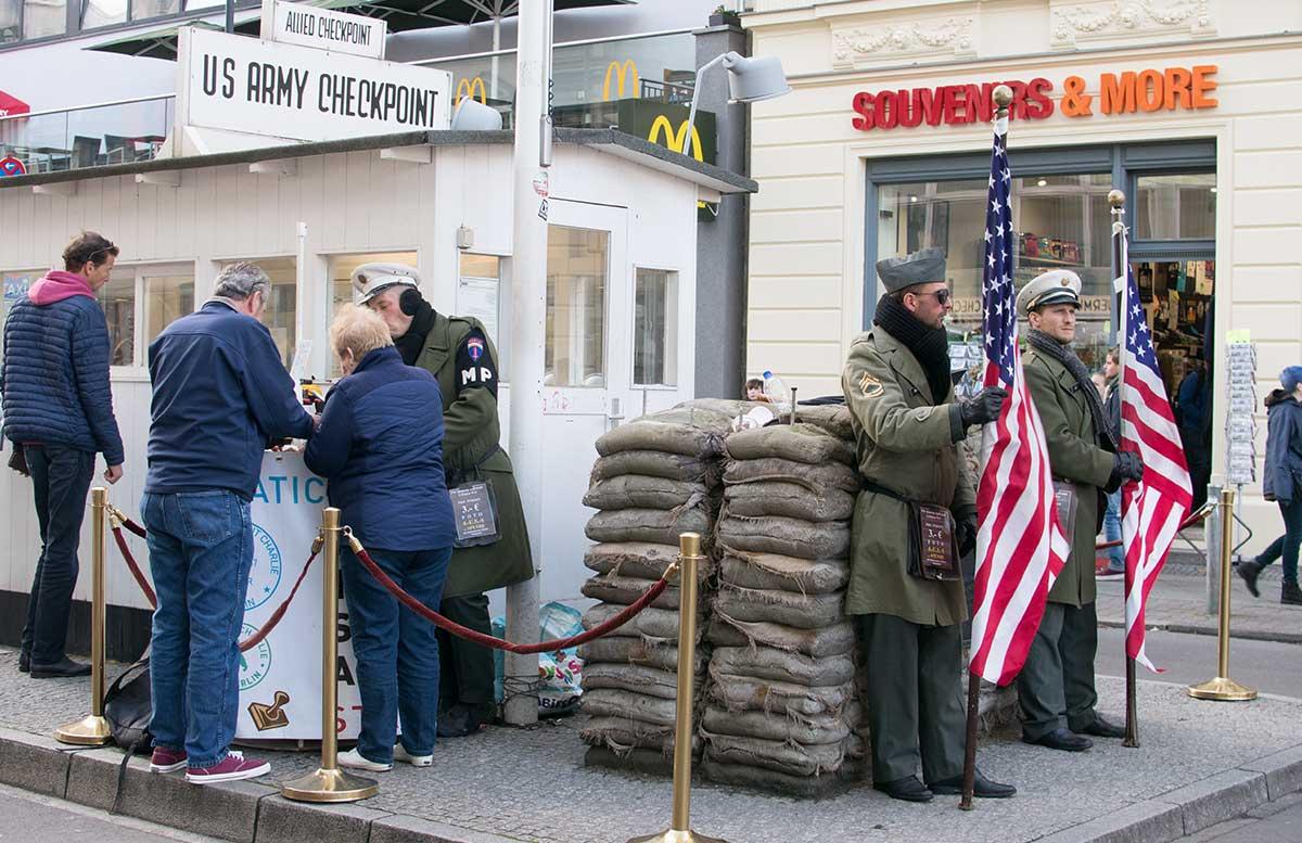 24 Stunden Trip - 10 Ausflugstipps für Berlin checkpoint charlie