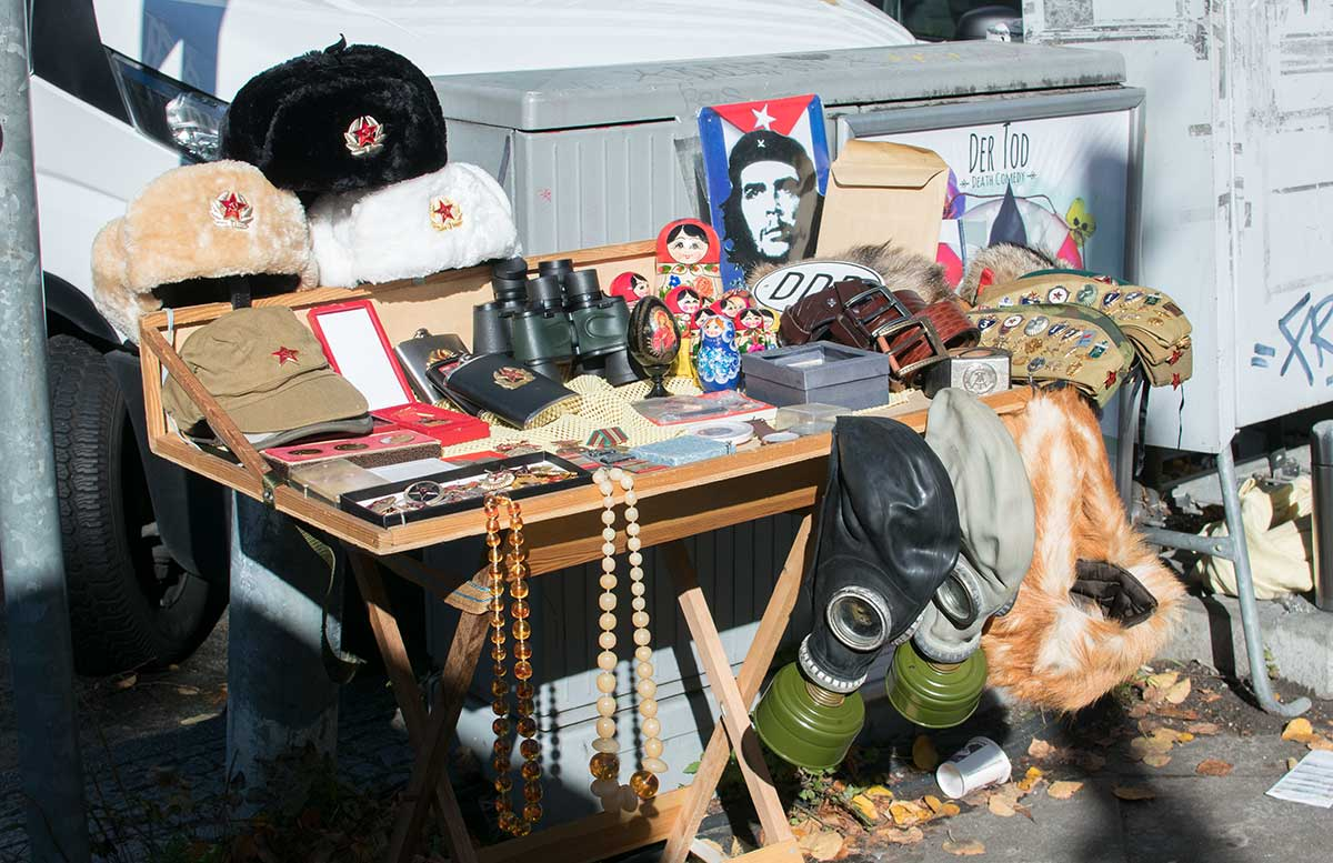 24 Stunden Trip - 10 Ausflugstipps für Berlin checkpoint charlie souvenirs