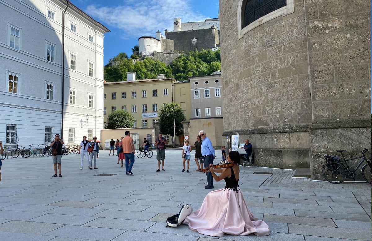 24-Stunden-in-Salzburg-Ausflugstipps-für-Familien-geigenspielerin