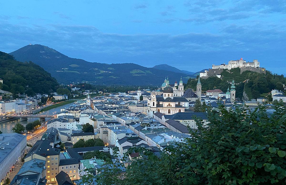 24-Stunden-in-Salzburg-Ausflugstipps-für-Familien-mönchberg-bei-nacht