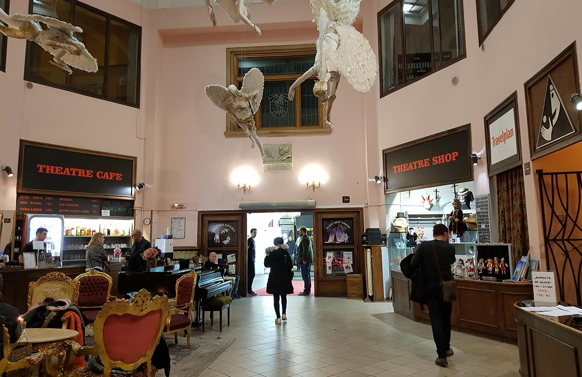 10 Ausflugstipps für Prag mit Kindern schwarze theater figuren theater