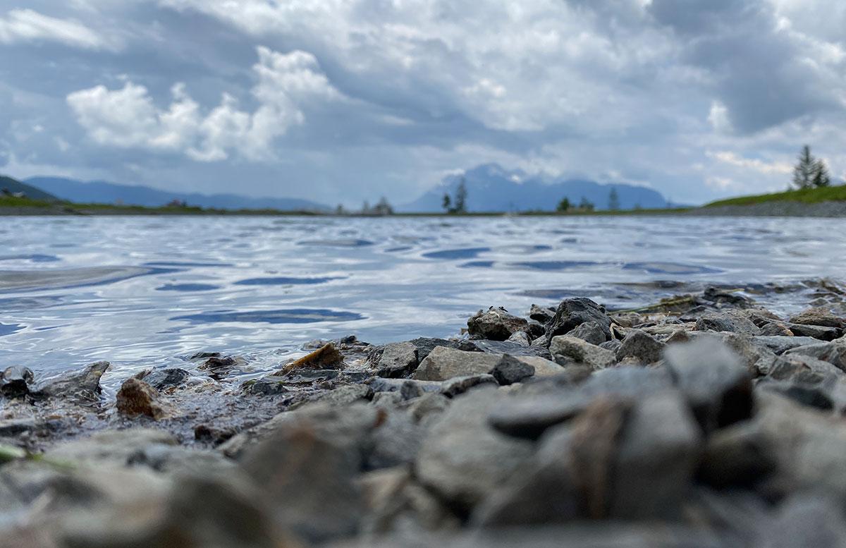 6-Ausflugstipps-für-Familien-in-Maria-Alm-prinzensee-steine