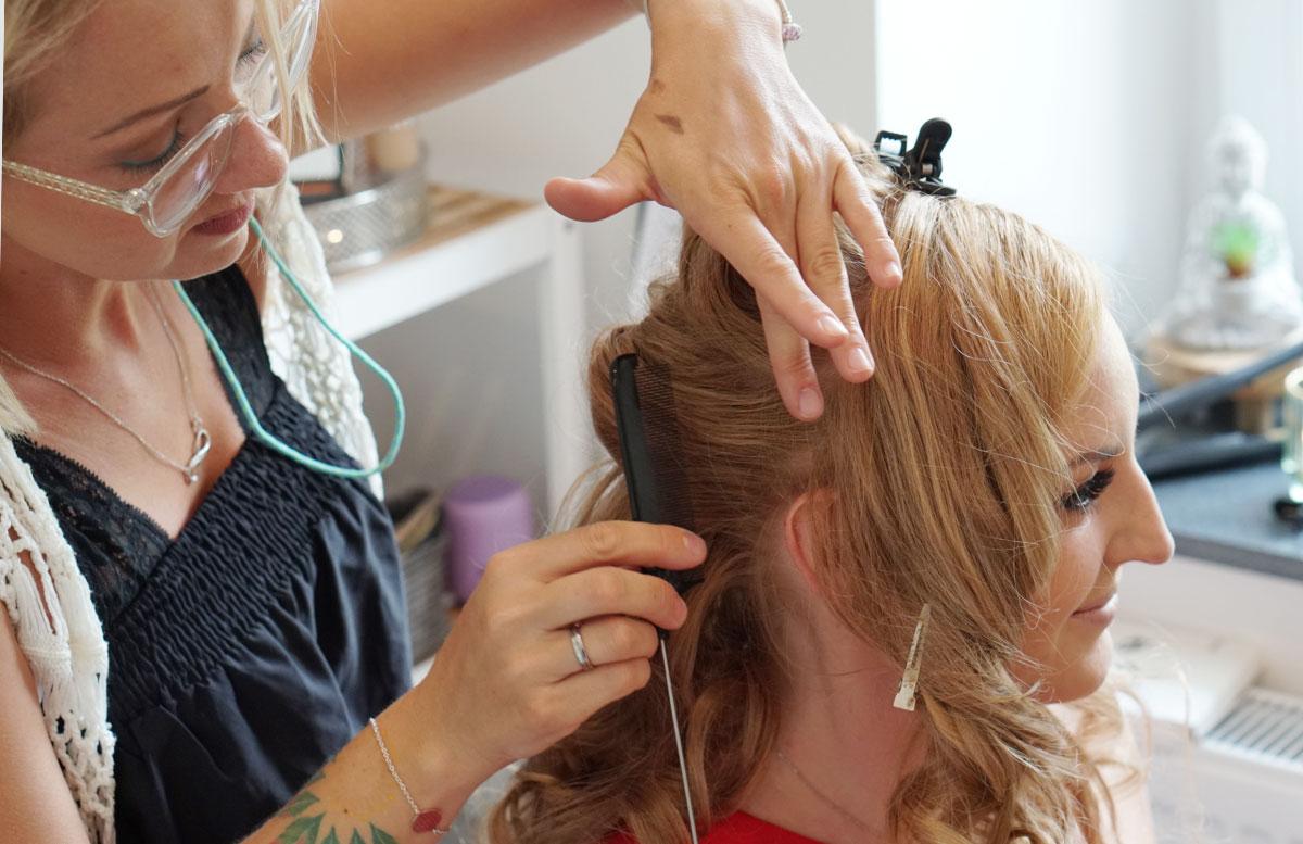 All-inkl.-Service-für-die-Hochzeit-Brautstyling-mit-Airbrush-Makeup-anfänge-frisur