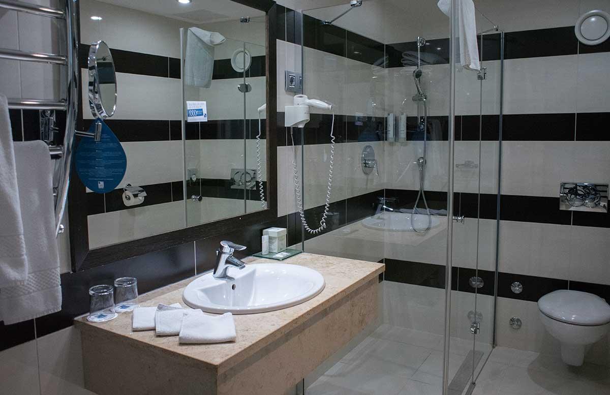Aquaworld Resort Budapest und der Water Park badezimmer