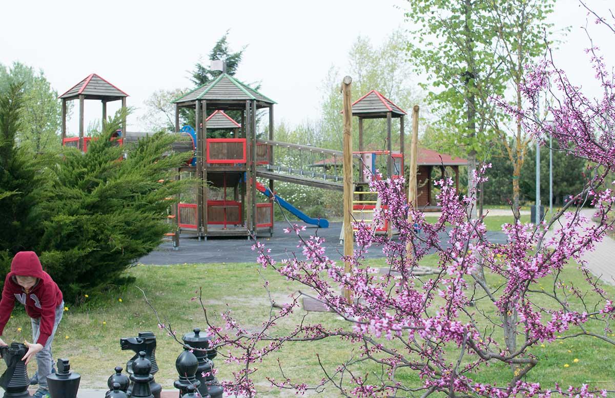 Aquaworld Resort Budapest und der Water Park brücke outdoor spielplatz