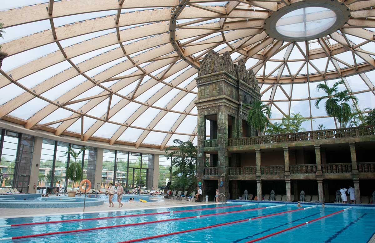 Aquaworld Resort Budapest und der Water Park tempel und sportbecken