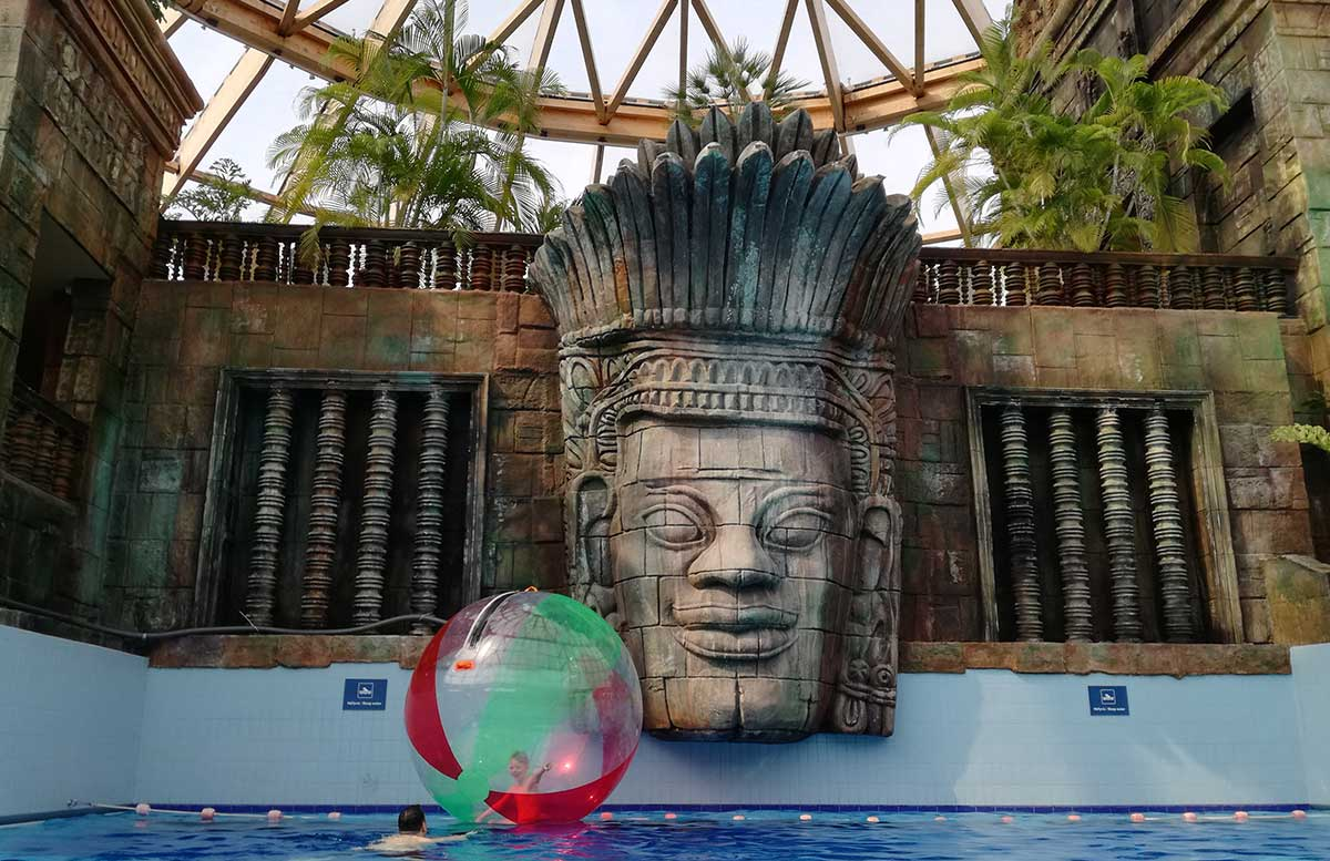 Aquaworld Resort Budapest und der Water Park tempel