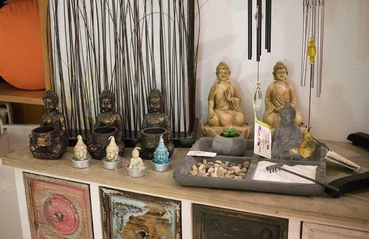 Aroma-Salon-Haare-färben-mit-Henna-figuren-im-shop