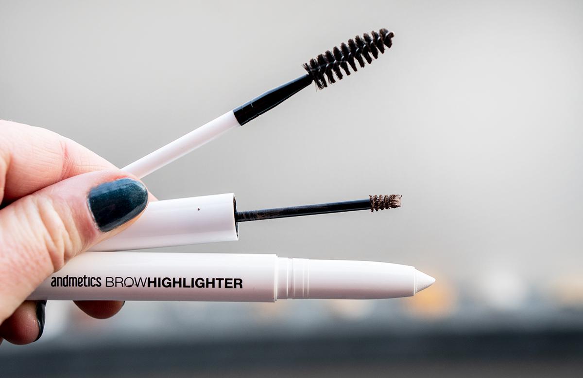 Augenbrauen formen und stylen mit Andmetics augenbrauen mascara highlighter bürstchen