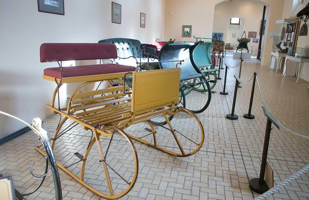 Ausflüge-nach-Keszthely-ins-Schlossmuseum-alte-kutsche