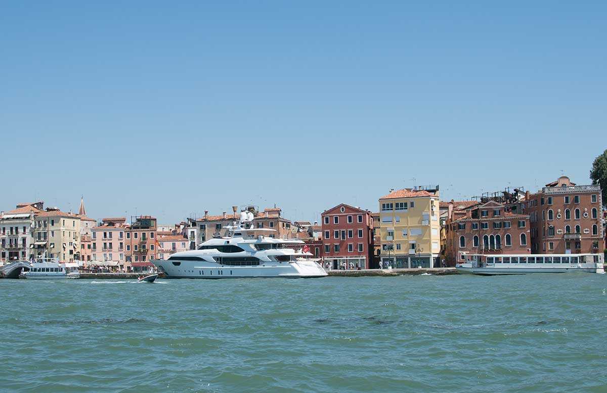 Ausflug nach Venedig und Cavallino fahrt mit dem boot sicht auf venedig