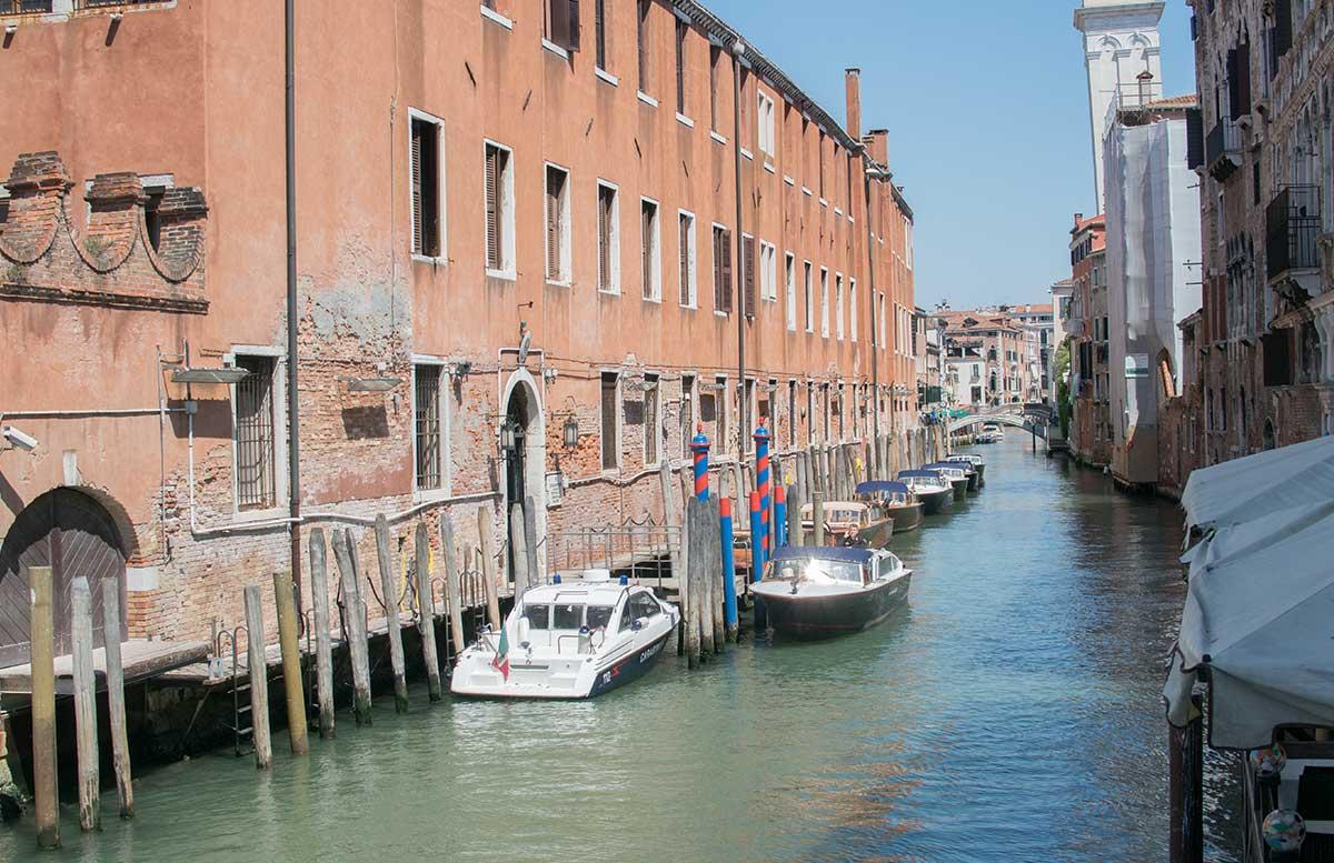 Ausflug nach Venedig und Cavallino gondel versus elektroboot