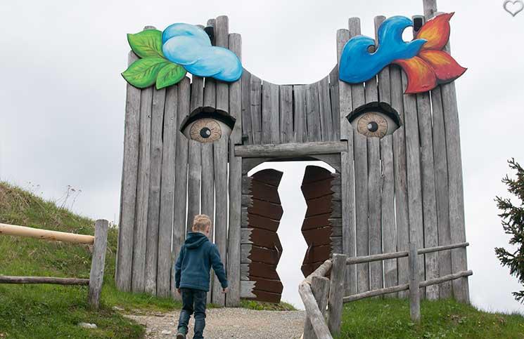Ausflug-zum-Familien-Erlebnispark-am-Geisterberg-in-St.-Johann-eingang