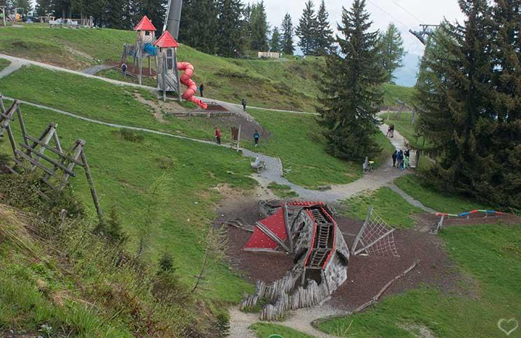 Ausflug-zum-Familien-Erlebnispark-am-Geisterberg-in-St.-Johann-kinderspielplatz