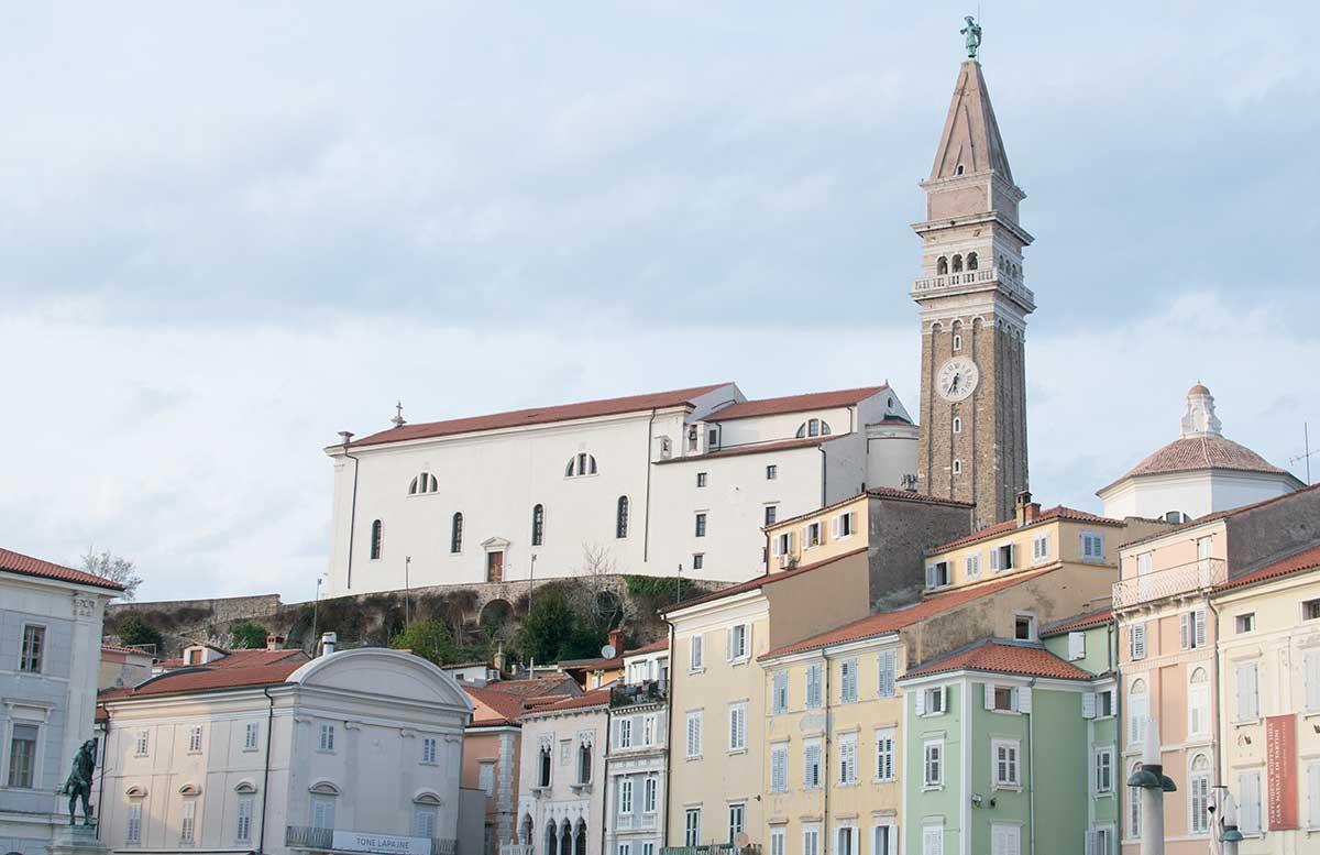 Ausflug-zum-Meer-Portorož-und-die-Altstadt-in-Piran-erzengel michael am turm