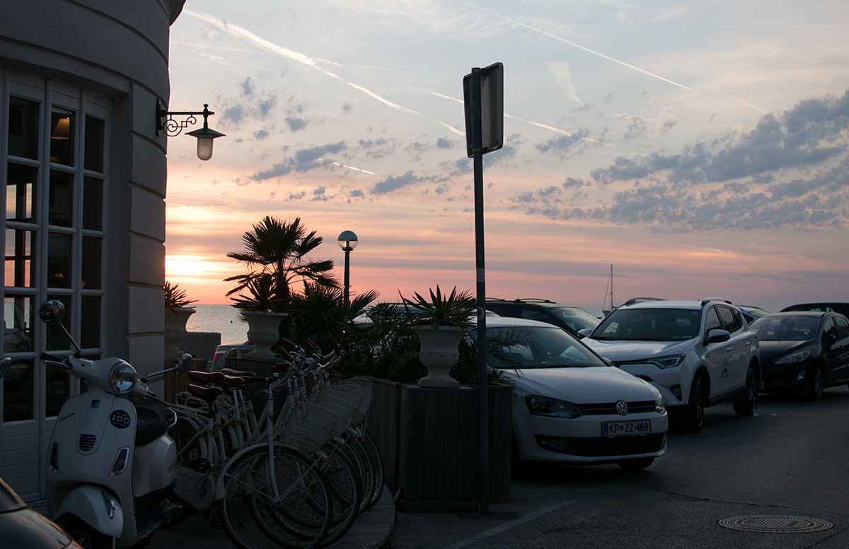 Ausflug-zum-Meer-Portorož-und-die-Altstadt-in-Piran-sonnenuntergang-mit-auto