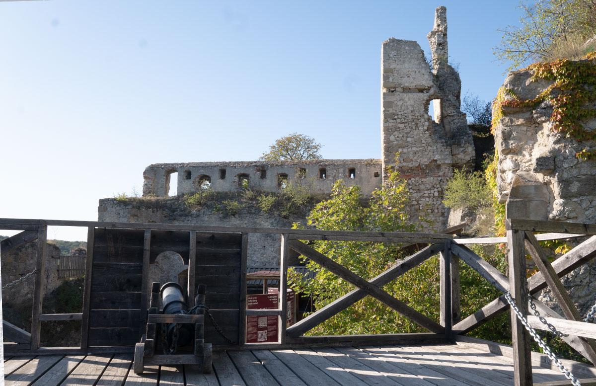 Ausflug-zur-Burg-Falkenstein-und-E-Bike-Tour-in-Poysdorf-kanone