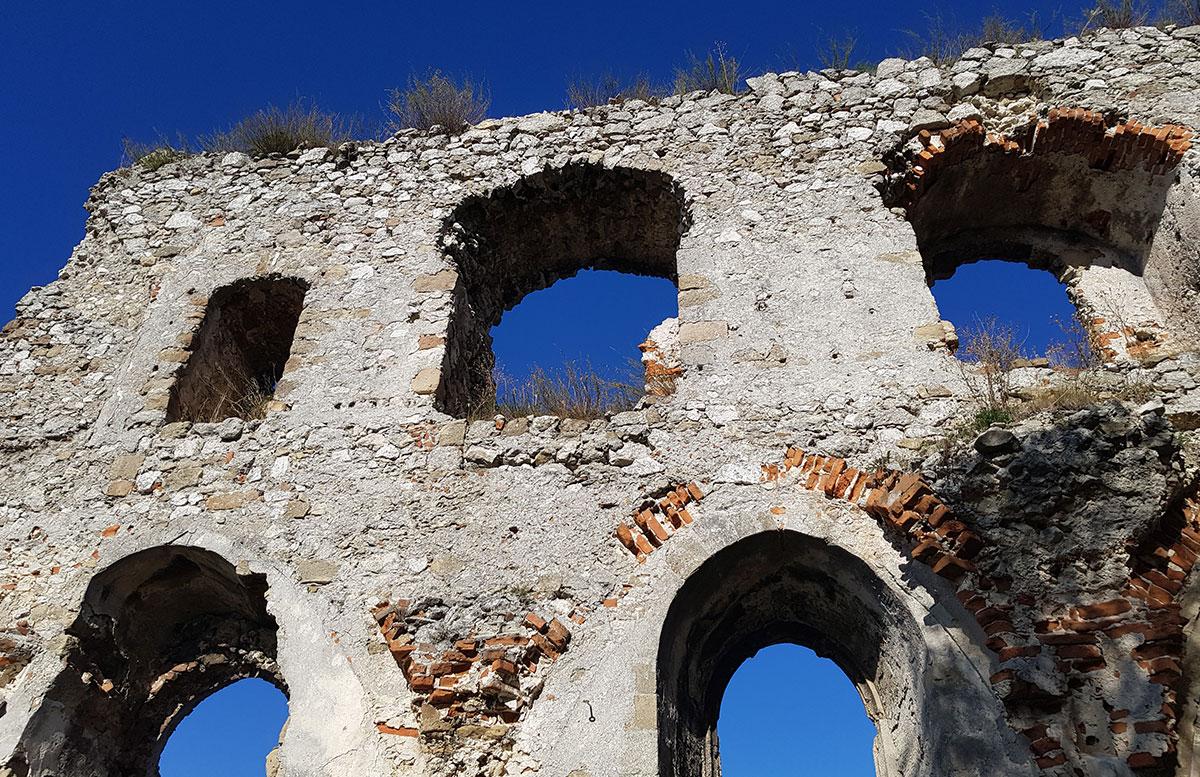 Ausflug-zur-Burg-Falkenstein-und-E-Bike-Tour-in-Poysdorf-ruine