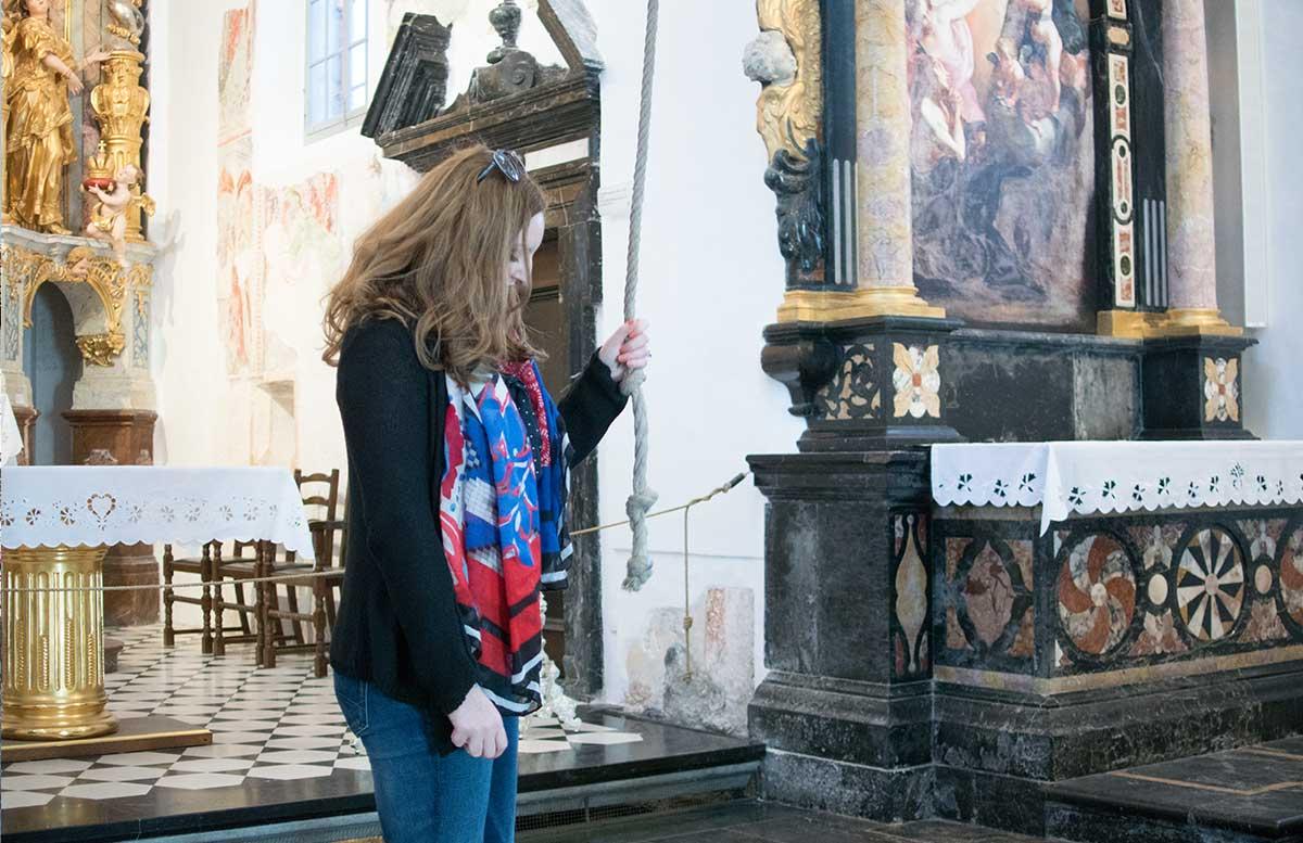 Ausflug zur Insel am See in Bled wunschglocke in der kirche