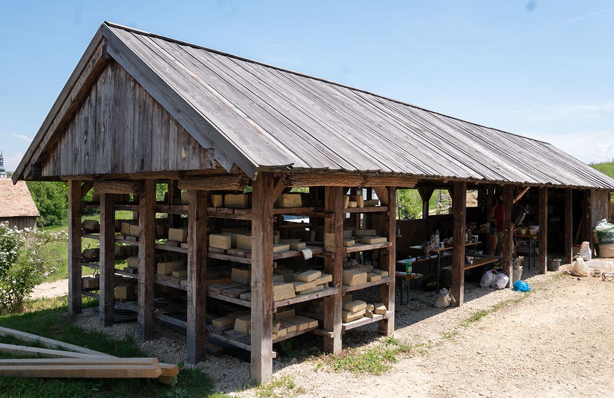 Ausflugsziele-für-Familien-in-Südmähren-lehm-arbeiten