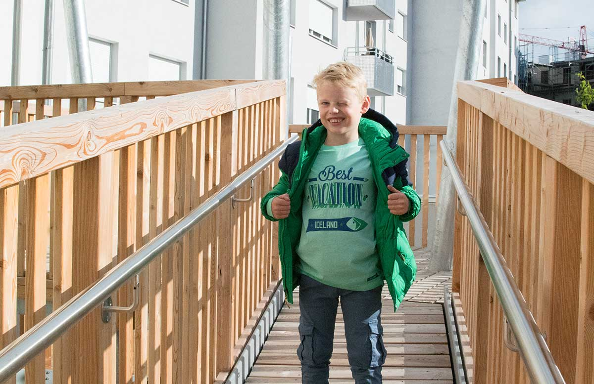 Back to School Herbst Outfit von TK Maxx Lenny zwinkert